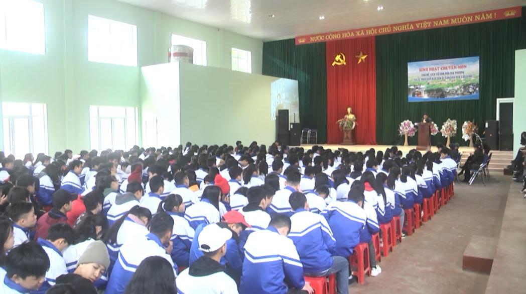 Học sinh trường THPT Cao Bình tham gia ngoại khóa.